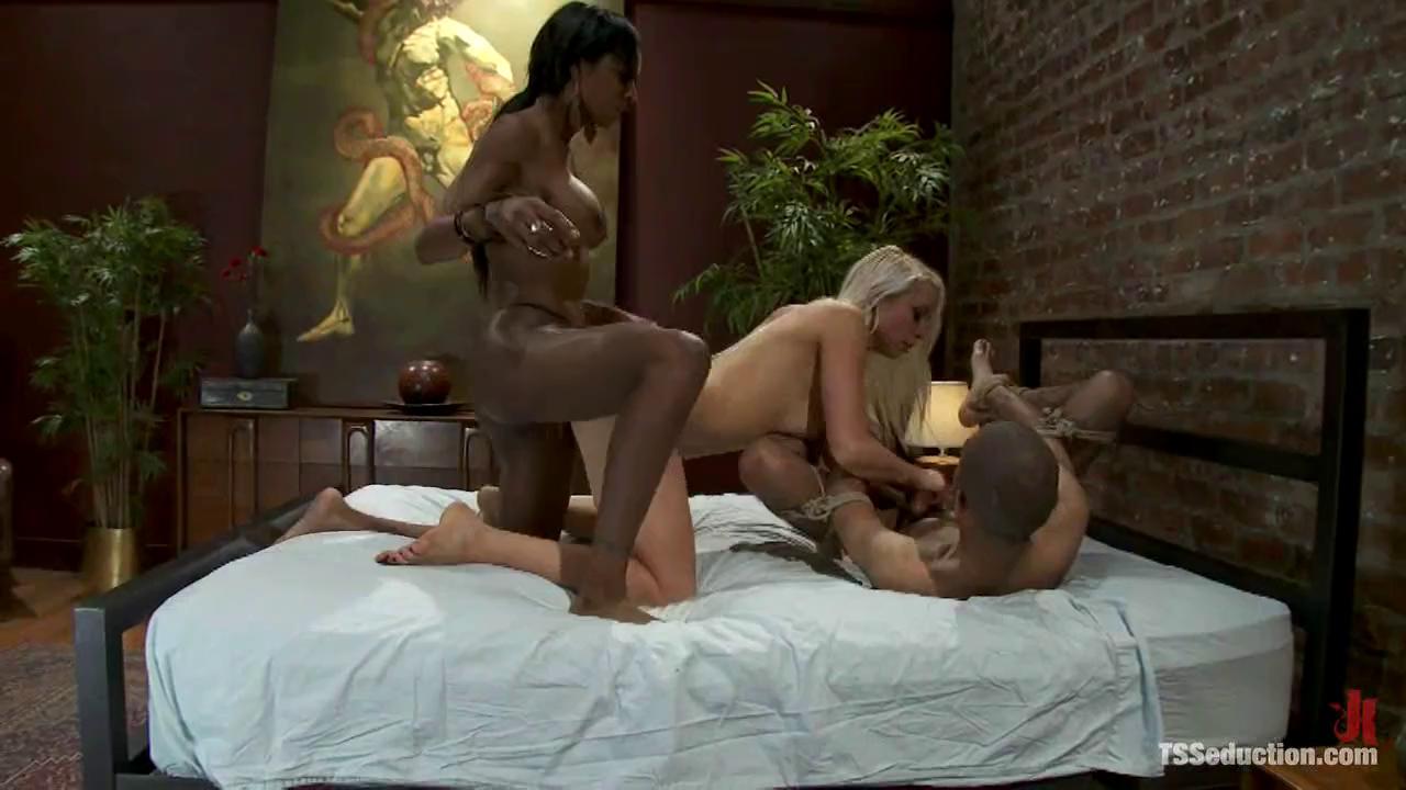 Big Ass Tranny Threesome